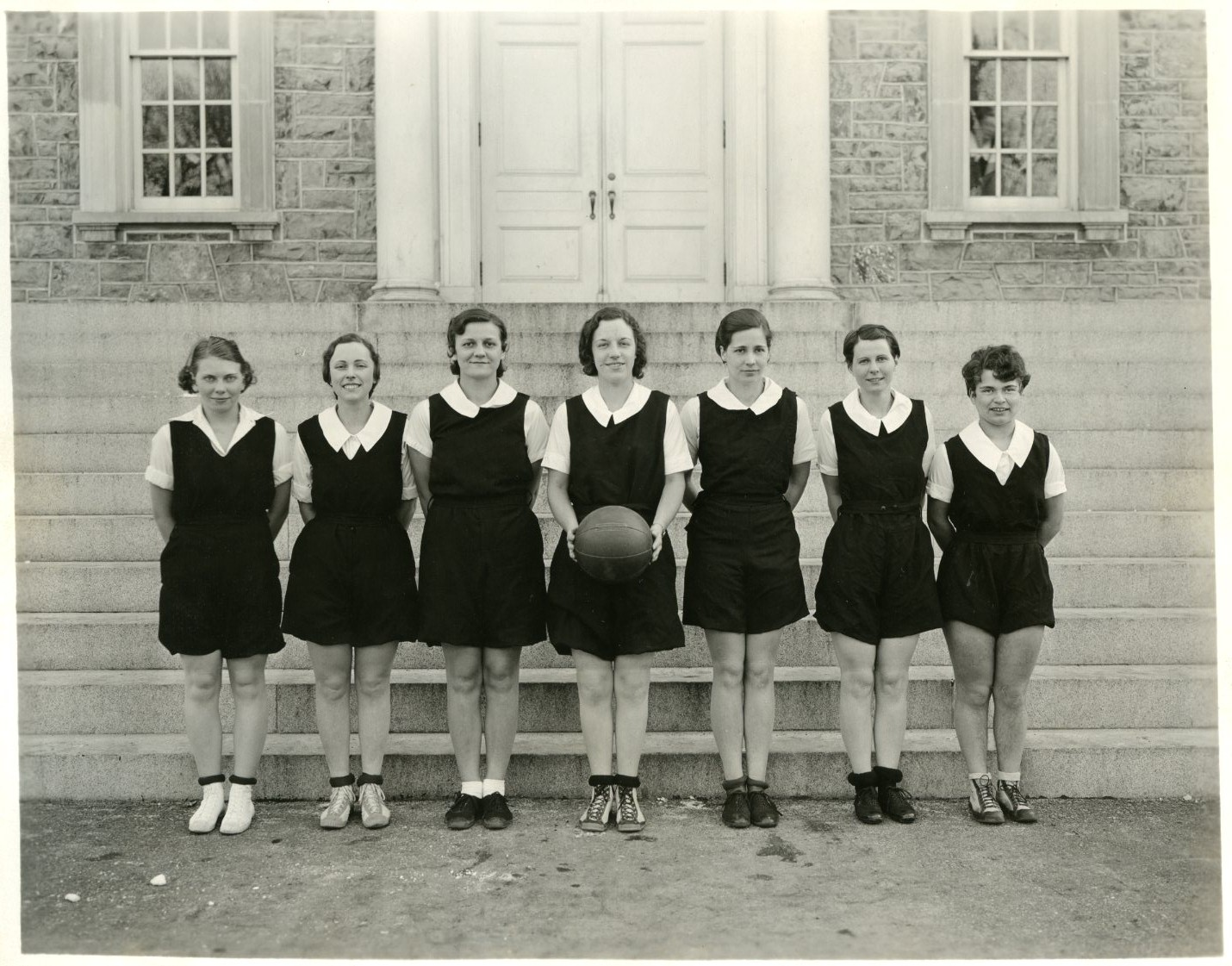 Women's Basketball team, 1932