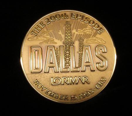 Medallion – Lorimar, 200th Episode of Dallas, 1985 (2)