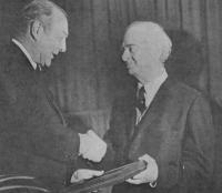 Linus Pauling accepts the Priestley Award from President Rubendall on March 27, 1969