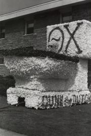 Homecoming spirit display by Theta Chi, 1970