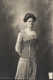 Zatae Longsdorff, c.1905