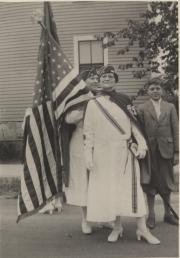 Zatae Longsdorff and son, 1918